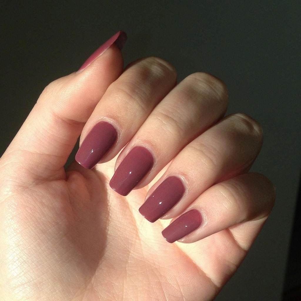 Why Should Girls Do Their Nails on Their Wedding Day?